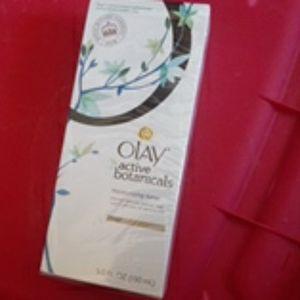 Olay Active Botanicals moisturizing toner
